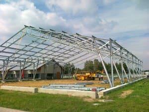Hala biegalni dla koni o powierzchni 2400 m² - konstrukcja i obudowa