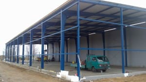 Hala magazynowa o powierzchni 1000 m² - konstrukcja i obudowa